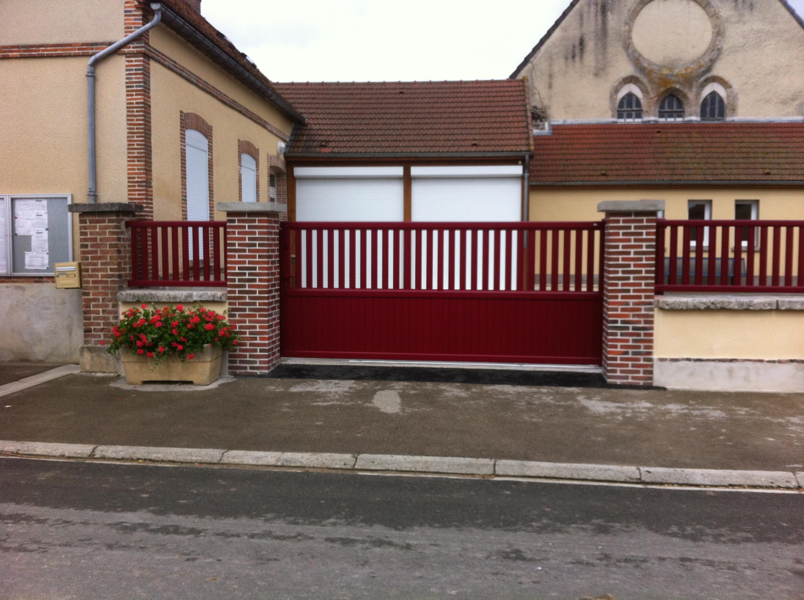 Portail, automatisation de portail, menuiserie Frérot à Sézanne dans la Marne, 51